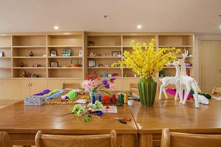 分类图片 成都养老院生活方式:DIY手工课堂让大家的手巧起来